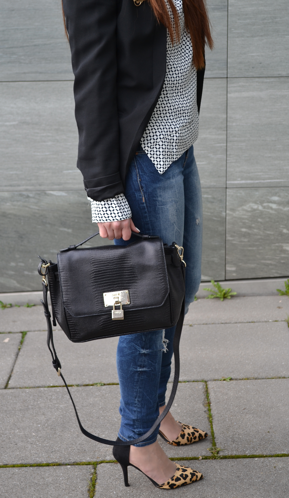 Pumps Leoprint und DKNY tasche, ripped jeans, mode blog europe