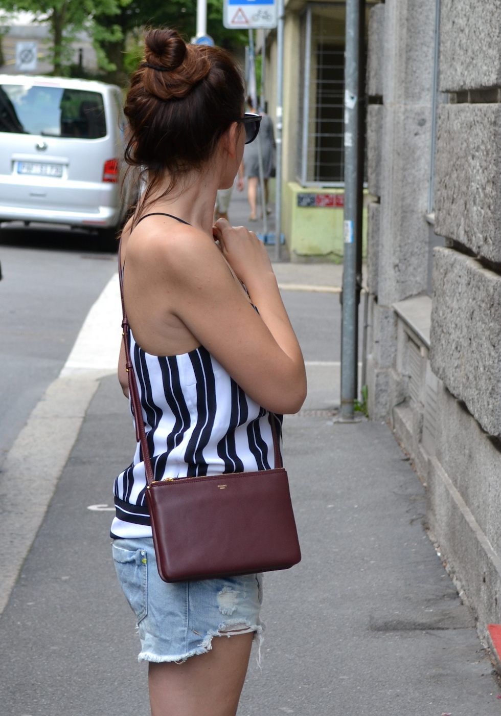 zerrissene Shorts, Streifenshirt, fashion blog schweiz