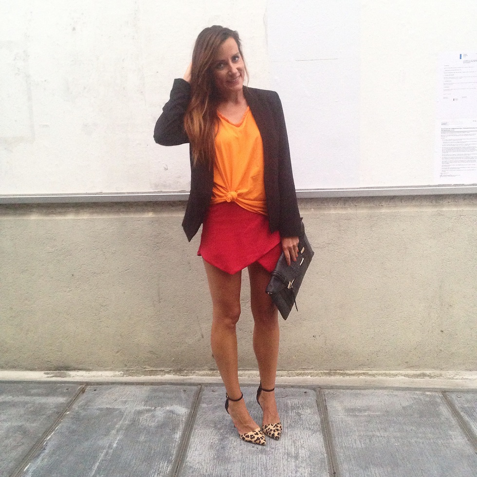 skorts rot mit orange kombinieren, leopumps fashion blog luzern